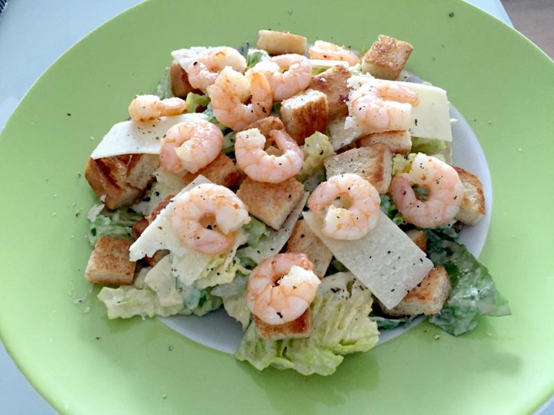 Caesars_Salad_mit_Pacific_Prawns
